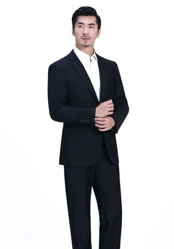 怎么用最简单的方法去除男士西服的皱痕?
